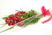 presentation bouquet of a dozen red roses with hyperacid Artfully wrapped in cello and tied with a pretty ribbon.